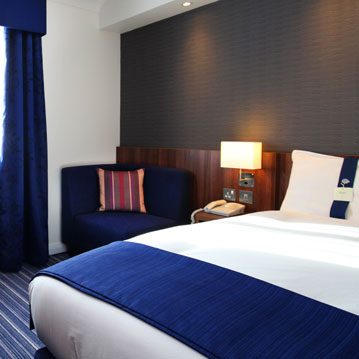 accessible-hotel-bedrooms-gatwick.jpg